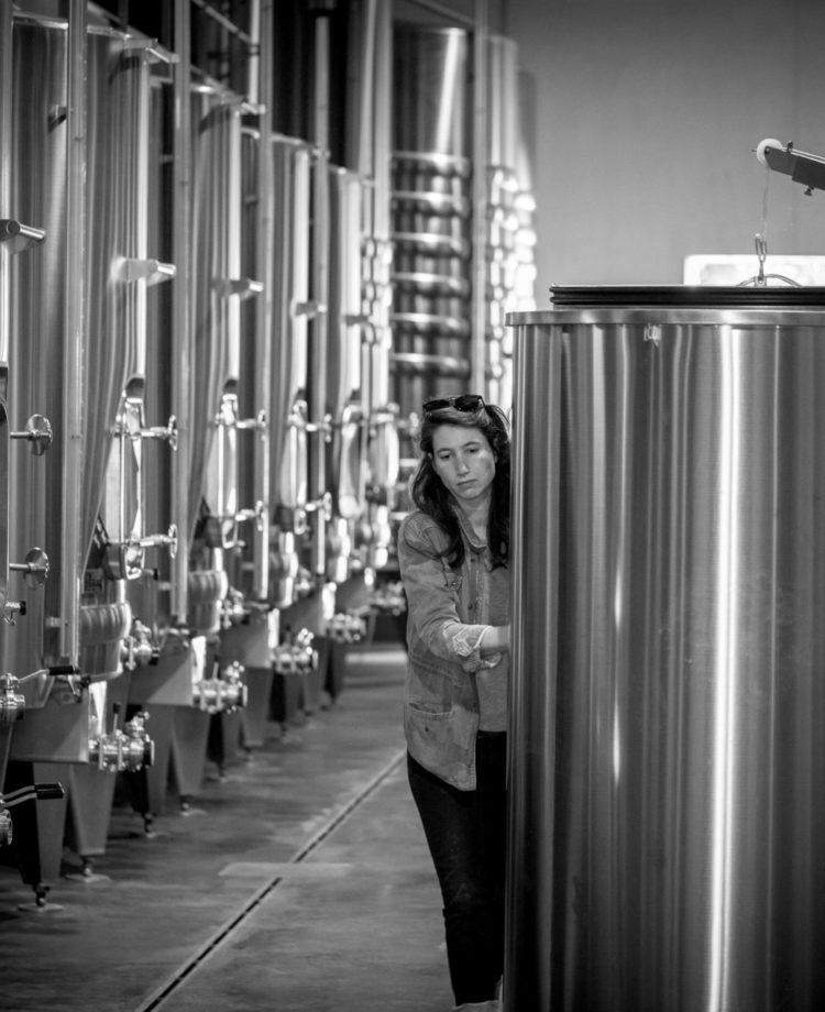 Garde de vin réservé a l'ouillage vin des barrique